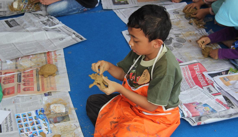 Mengembangkan Potensi Seni Anak Melalui Clay Competition